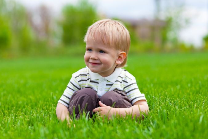 depositphotos 5665069 smiling little boy sitting in fresh grass