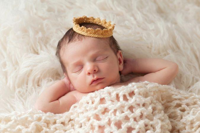 depositphotos 40422705 newborn baby with princes crown
